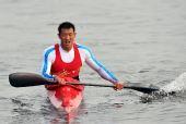 图文:男子单人皮艇500米决赛 冠军周鹏返回
