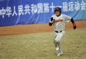 图文:棒球北京胜天津获季军 北京队选手跑垒