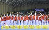 图文:男子手球颁奖仪式举行 亚军山东队合影