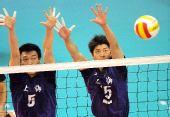 图文:男排决赛上海3比0胜解放军 双人拦网