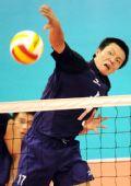 图文:男排决赛上海3比0胜解放军 王之腾尽全力