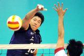 图文:男排决赛上海3比0胜解放军 沈琼网上进攻