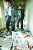 中国驻伊拉克使馆塑料布蒙窗 外出乘防弹车(图)