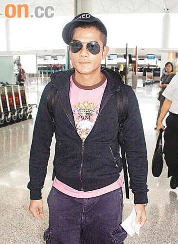 昨日城城再飞赴泰国拍新片,下月初则到杭州工作。