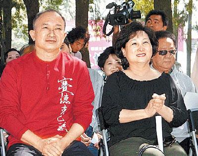 监制吴宇森(左)昨特地赴台为魏德圣站台,右为老婆牛春龙。