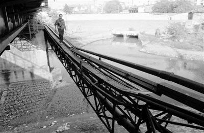 """巡司河上的""""独木桥""""已夺命6条"""