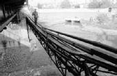 """武汉巡司河上有座""""夺命桥"""" 十年间六人坠桥"""