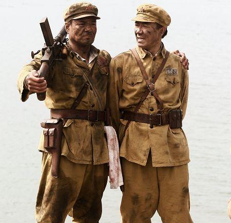 在《沧海》中,尤勇(左)饰演的角色因为李幼斌(右)饰演的李山魁才改名叫王山魁。