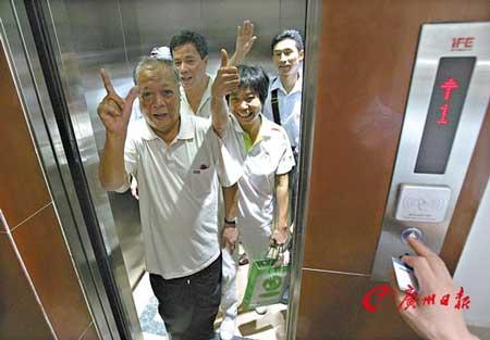 """来体验这台广州""""著名电梯""""的街坊大赞电梯。"""