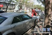 图文:[中超]中超末轮国安战前 工体外车被拖走