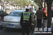 图文:[中超]中超末轮国安战前 违章停车被拖走