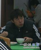 图文:[中超]中超末轮国安战前 隋东亮吃饭