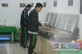 图文:[中超]中超末轮国安战前 黄博文盛饭