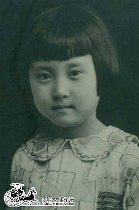 蒋英童年照