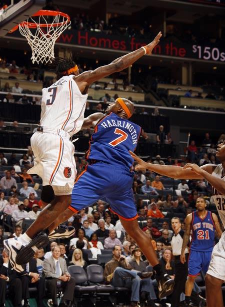 NBA图:山猫双加时胜尼克斯 哈普林空中芭蕾