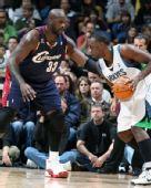 NBA图:骑士杀破狼迎首胜 奥尼尔防守杰弗森