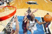 NBA图:骑士杀破狼迎首胜 年轻中锋不惧巨人