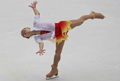 图文:花滑中国杯女单自由滑 铃木明子金鸡独立