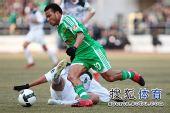 图文:[中超]北京4-0杭州夺冠 马丁驰骋