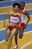 图文:亚洲室内运动会 刘青在女子1500米比赛中