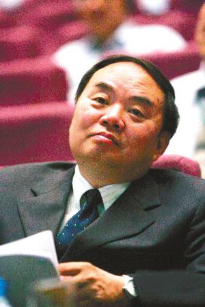 63岁的周济昨天结束了为期6年的中国教育部部长任期,接替他的是此前担任教育部副部长的袁贵仁。