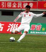 图文:[亚青赛预赛]国青13-0菲律宾 任意球攻门