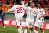 图文:[亚青赛预赛]国青13-0菲律宾 击掌庆祝