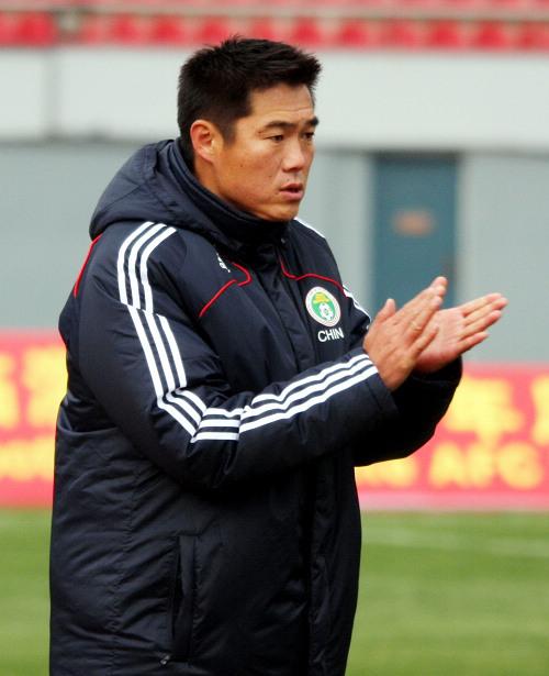图文:[亚青赛预赛]国青13-0菲律宾 宿茂臻鼓掌