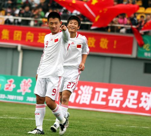 图文:[亚青赛预赛]国青13-0菲律宾 庆祝进球