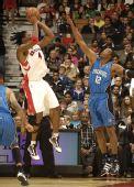 图文:[NBA]魔术战胜猛龙 霍华德封盖波什