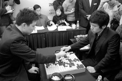 古力将领衔中国三将围剿石佛。与比赛相比,一系列围棋改革更引人关注 顾力华 资料图片