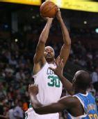 NBA图:凯尔特人胜黄蜂 华莱士后仰跳投