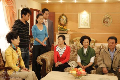 图:《娘家的故事》剧照 沈家成员的家庭会议