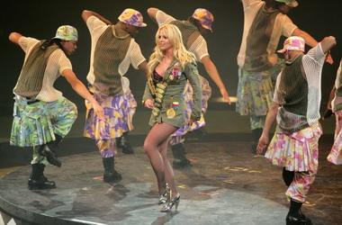 身材回归正常的布兰妮在最近复出的演唱会上