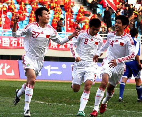 武磊和杨一虎庆祝进球