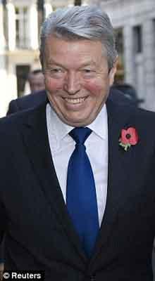 英国内政大臣艾伦・约翰逊