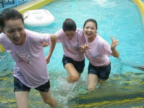 空姐训练营 美女集体湿身 搜狐旅游