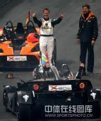 图文:世界车王争霸赛车手杯 舒马赫祝贺对手