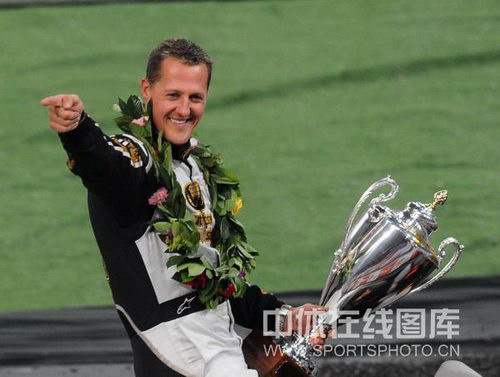 图文:世界车王争霸赛车手杯 舒马赫笑容灿烂