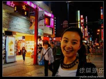 战菁一在台北街头