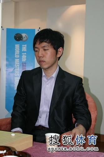 """图文:三星杯半决赛决胜局 """"石佛""""不动如山"""