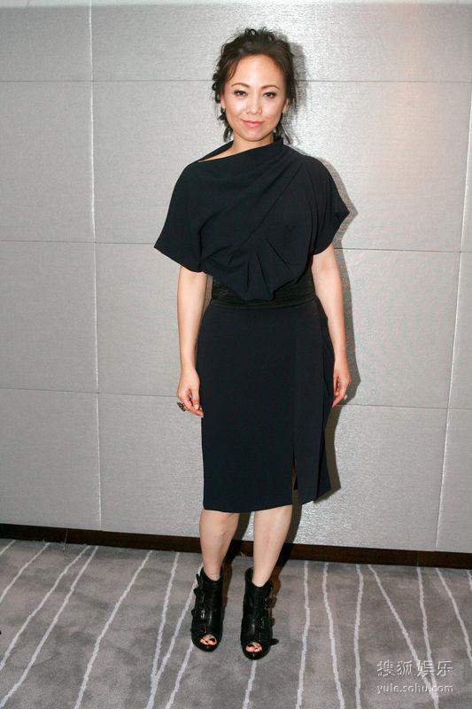 10月30日,邓萃雯出席刘晓庆生日派对时。