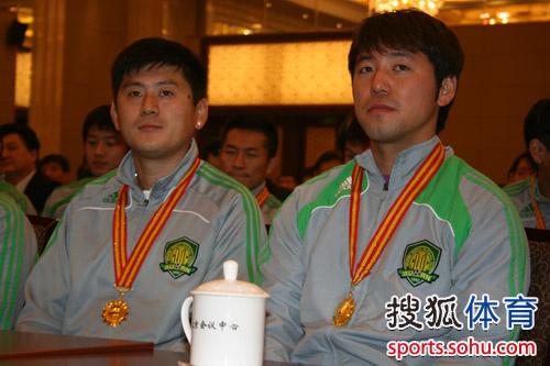 图文:[中超]国安表彰大会 路姜和隋东亮