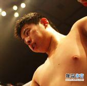图文:中国散打超级联赛 杨磊被边茂富重拳击中