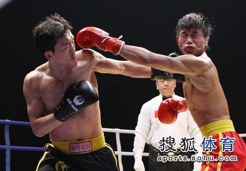 图文:CKA河南队3-2险胜安徽 重拳击中脸部