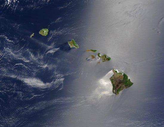 太平洋的夏威夷群岛   夏威夷群岛由上涌的炽热地幔物质形成,上涌区被