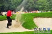 图文:汇丰冠军赛第四轮 沙坑到长草