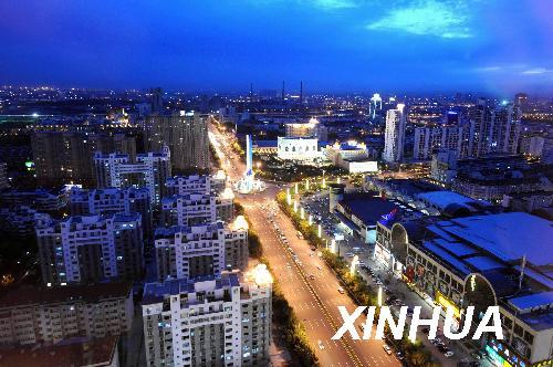 这是2008年9月25日拍摄的天津滨海新区夜景。  新华社记者刘海峰 摄