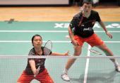图文:香港羽毛球公开赛次日 田卿网前截击