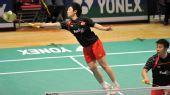 图文:香港羽毛球公开赛次日 于洋奋力够球